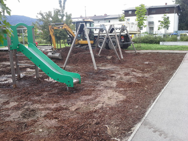 Vzdrževalna dela: Igrišče pred ureditvijo podlage. Obnovimo vam podlago ali uredimo teren.